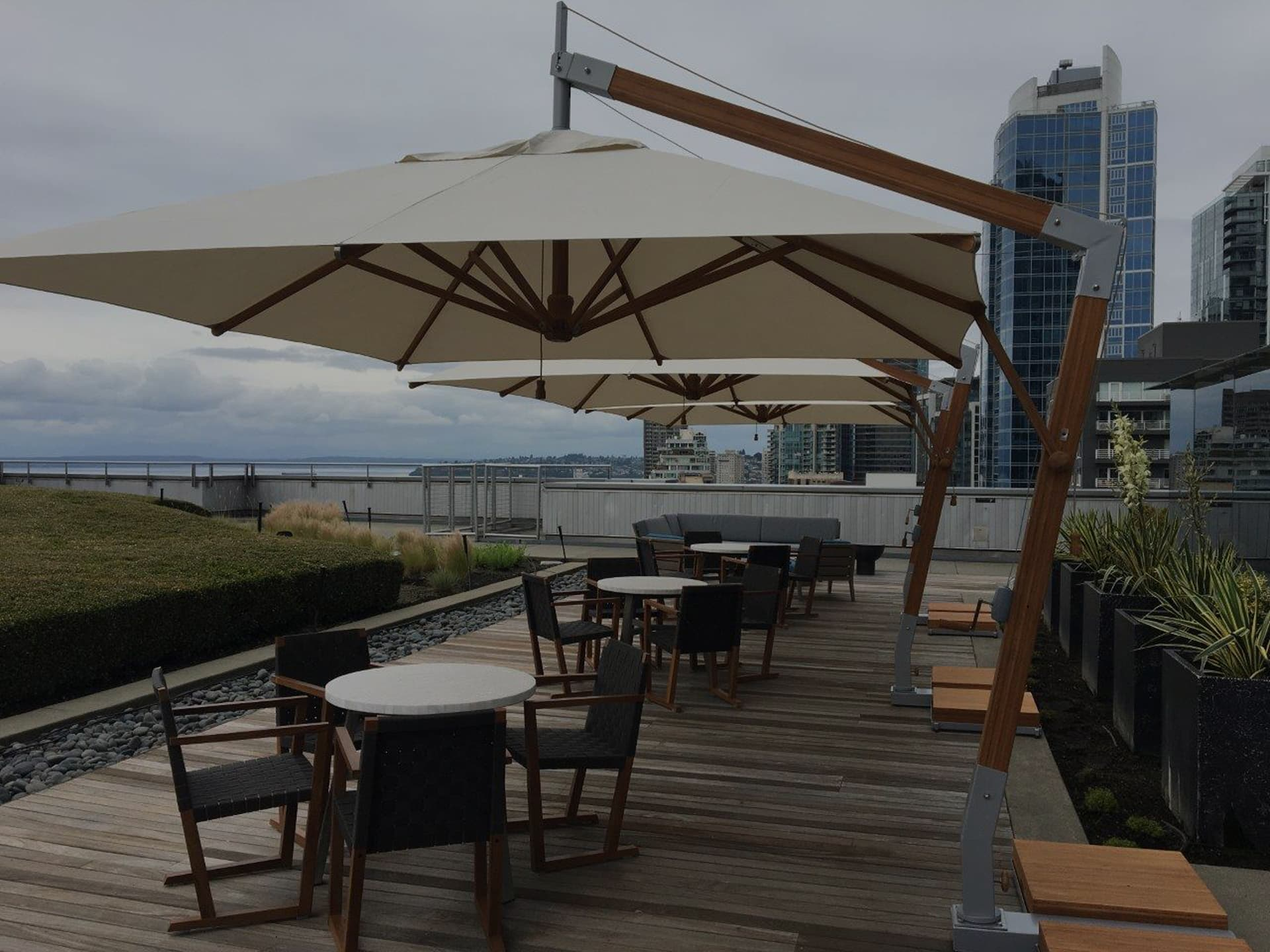 cantilever parasol for restaurant